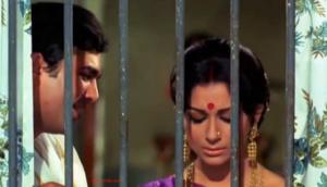 Kuch Toh Log Kahenge Lyrics (Full Video) - Amar Prem | Rajesh Khanna, Sharmila Tagore |